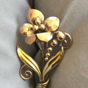 Vintage Long Gold Floral Pin LBD Essential !